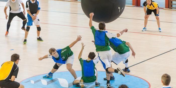 Cardio, cohésion et tactique : le Kinball devrait vous séduire!