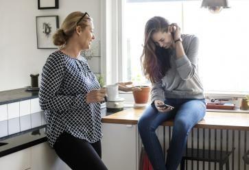 Le café de maman est bien meilleur que le vôtre, il faut l'avouer ! //©PlainPicture