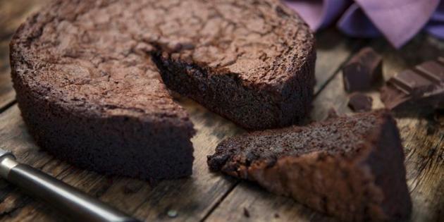 Un délicieux gâteau au chocolat réalisé en quelques minutes ! //©PlainPicture