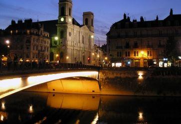 Le soir, le quartier Battant de Besançon est l'un des plus animés de la ville. //©Wikipédia