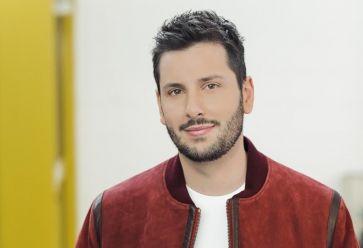 """Maxime Guény est chroniqueur dans l'émission """"Touche pas à mon poste"""" sur C8 depuis 2017. //©C8"""