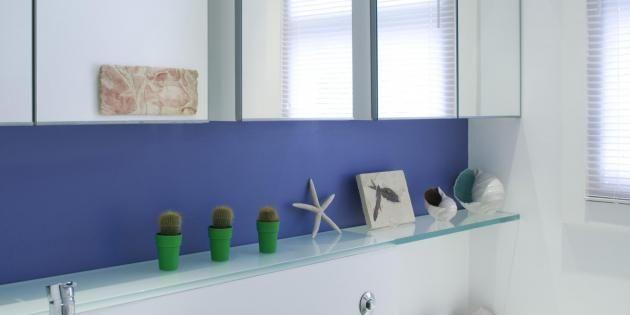 Pour ne plus vous cogner partout dans votre salle de bains, optez pour le minimalisme ! //©PlainPicture