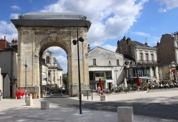 Le centre-ville de Nevers commence à la Porte de Paris. //©Delphine Dauvergne
