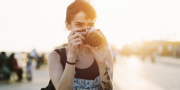 Avant de franchir le pas, réfléchissez bien à l'endroit où vous porterez votre tatouage. //©PlainPicture