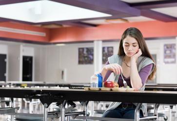 Partager un repas, s'épauler… On devrait tous pouvoir compter sur un ou deux bons amis. //©plainpicture/Image Source