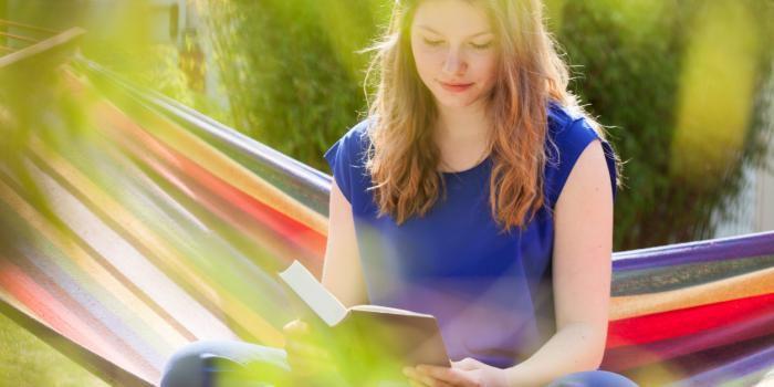 Installez-vous bien confortablement et laissez-vous embarquer dans ces 5 romans d'amour incontournables.