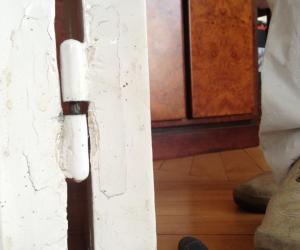Ajuster Une Porte Qui Ferme Mal comment regler une porte qui se ferme tout seul ? la réponse est sur