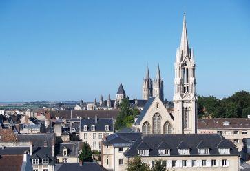 Caen, ville universitaire, accueille ses étudiants dans des bars pas chers. //©Wikipédia