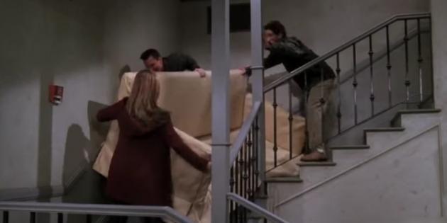 Pas facile de faire passer des gros meubles dans des petits escaliers... //©WarnerBros