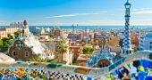 La terrasse du parc Güell offre une des plus belles vues de la ville. //©Luciano Mortula-Shutterstock.com