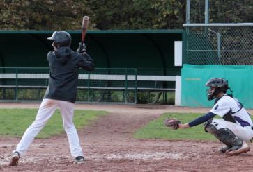 Pas besoin d'être un athlète hors-norme pour jouer au baseball. //©Stéphane Moret