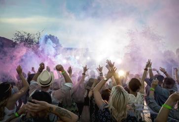 En 2017, n'hésitez pas à prendre la route vers l'un des nombreux festivals organisés en Europe. //©PlainPicture