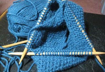 Pour débuter le tricot, quelques pelotes de laines et des aiguilles suffisent ! //©BarbaraLN