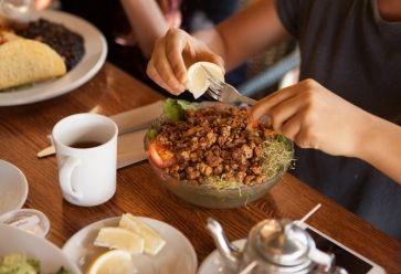 Petit budget + écologie = plats délicieux //©PlainPicture