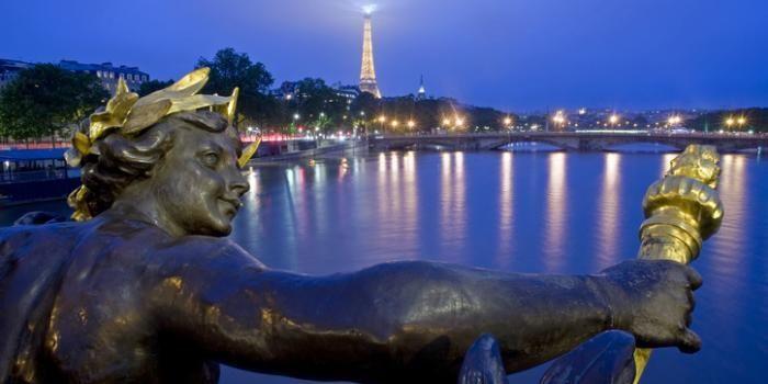 La plus belle ville du monde vous tend les bras, profitez-en !
