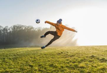 Quand le foot sort de sa surface, ça donne des nouvelles disciplines aussi ludiques que physiques ! //©plainpicture/Westend61/Uwe Umstätter