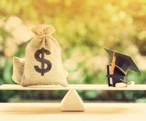 Écoles de commerce : des frais de scolarité qui ne cessent d'augmenter depuis cinq ans