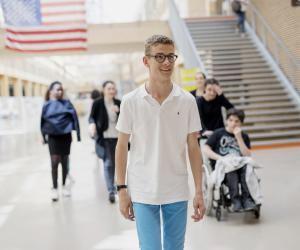 """Henry, lycéen handicapé : """"Je me sens comme les autres"""""""