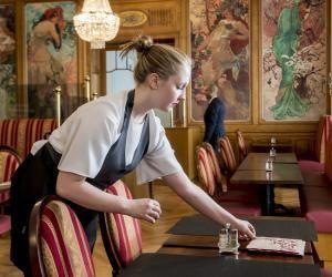Ma vie d'étudiante en Suisse : à Glion, Oriane découvre lesmétiers de l'hôtellerie