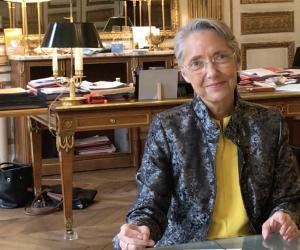 """Elisabeth Borne : """"Nous continuerons à soutenir la dynamique d'embauche des jeunes à la rentrée 2021"""""""