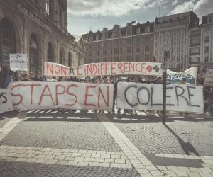 STAPS : les étudiants manifestent pour défendre leur filière
