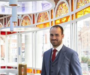 """Charles-Henri, 25 ans, manager dans un palace londonien: """"Je suis un acharné du travail!"""""""