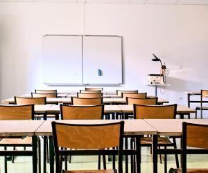 Déconfinement : réouverture des classes en demi-jauge et des lieux de distraction en quatre étapes