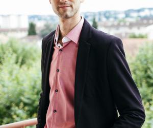 Devenir ingénieur : Nicolas, ingénieur d'application pour les produits aéronautiques chez Bee Engineering