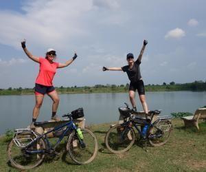 Deux étudiantes parcourent le Cambodge à vélo pour une association humanitaire