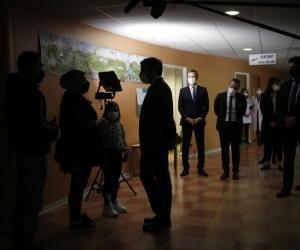Emmanuel Macron annonce des séances gratuites chez un psychologue pour les jeunes jusqu'à 17 ans