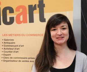 """Charlotte, en MBA spécialisé marché et commerce international de l'art à l'ICART : """"Suivre un MBA demande un investissement personnel total"""""""