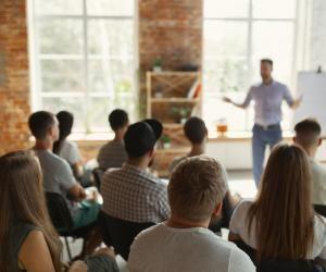 Ecole de commerce : quelle est la valeur d'une formation enregistrée au RNCP ?