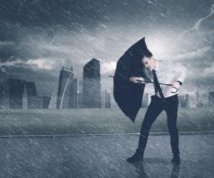 Grandes écoles : l'insertion professionnelle des diplômés passe du beau fixe à avis de tempête
