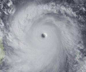 Nouvelle-Calédonie : le cyclone Cook pousse à reporter desconcours en France