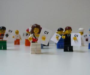 Postuler dans un cabinet juridique : qui reçoit votre CV ?