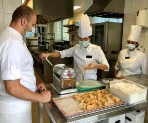 """Dans les restaurants d'application, les étudiants servent """"comme de vrais professionnels"""""""