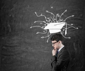 Poursuite d'études ou entrée dans la vie active : que faire après un bachelor ou un BBA en management ?