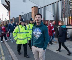 """Ma vie d'étudiant à Liverpool : Simon, un fan de foot bientôt""""fluent"""""""