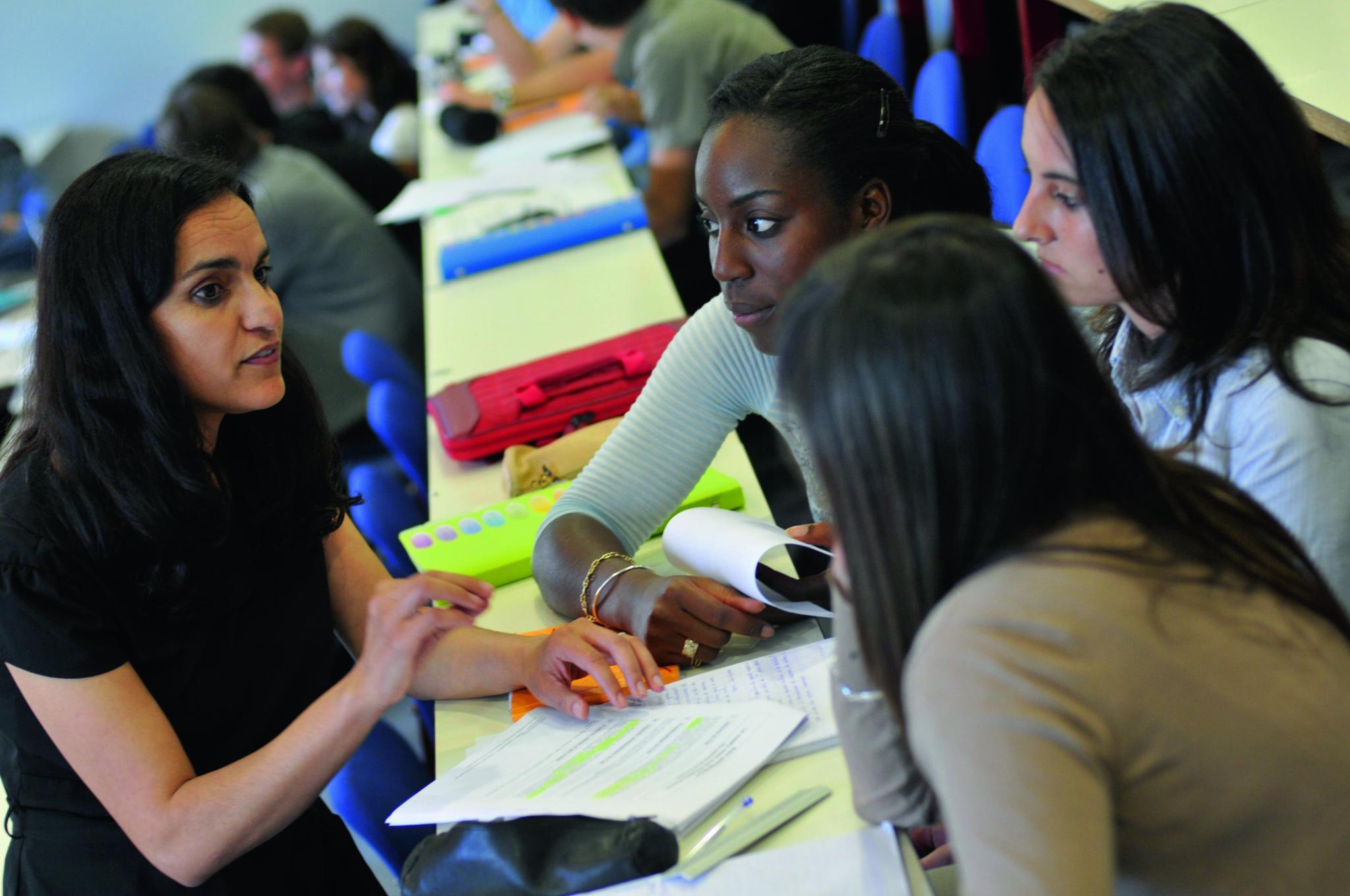 exemples de CV étudiant + compétences, formation et expériences professionnelles