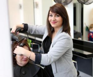 Apprentissage à l'étranger : le témoignage d'Élodie, 21 ans, coiffeuse