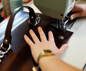 Au cœur de l'École Boudard : chez les apprentis du cuir