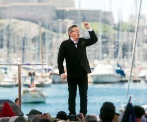 Jean-Luc Mélenchon propose une allocation de 800€ par mois pour les 18-25ans