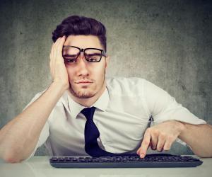 """Non, un travail n'est pas """"réverbatif"""", mais il peut être """"rébarbatif"""" !"""