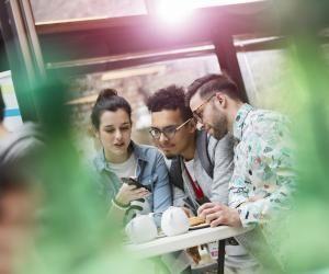 Réseaux sociaux: les10commandements pourréussir votreséjour àl'étranger
