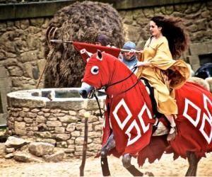 """Jessica, en master enseignement : """"Jeanne d'Arc à cheval au Puy du Fou, c'est du travail !"""""""