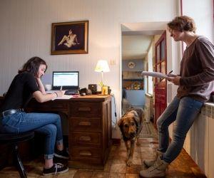 """Lycéenne à distance : """"J'étudie chez moi, à mon rythme"""""""
