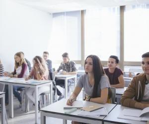 Nouveau bac : les élèves de première se détachent un peu des spécialités scientifiques