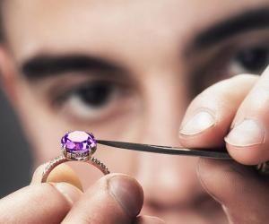 De l'artisanat au digital : quels métiers se cachent derrière le secteur du luxe ?