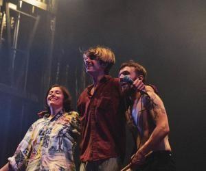 """Simon, chanteur et musicien : """"On s'amuse beaucoup sur scène"""""""