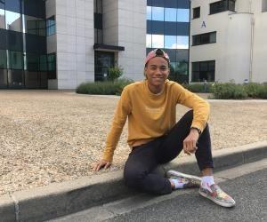 Étudiant transgenre, Charly se fait le relais de son université sur les questions de genre